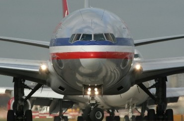 2013-04-14_06_American Airlines Aircraft Airplane Taxiing