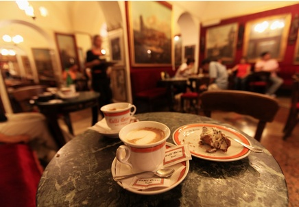 http://tourdream.net/wp-content/uploads/2013/05/2013-05-10_03_Italy-Cafe-Italian-Coffee-Table.jpg