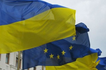 http://tourdream.net/wp-content/uploads/2013/07/2013-07-01_04_Flags-Ukraine-European-Union-EU-370x247.jpg