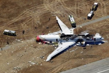 2013-07-08_01_Asiana Airlines Flight 214 Wreckage Crash USA