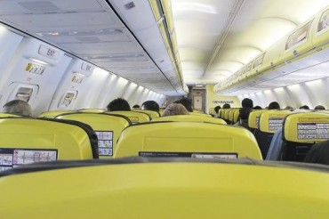 2013-07-15_03_Low Cost Airline Ryanair Cabin Onboard