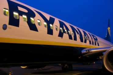2013-07-20_01_Ryanair Aircraft Airplane Night