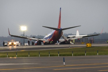 2013-07-23_03_Southwest Airlines USA Emergency Landing Crash New York