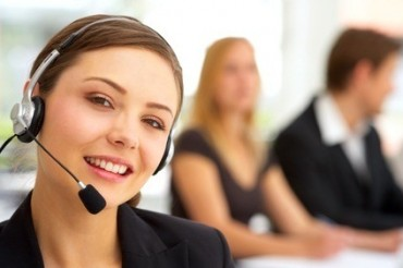 2013-07-24_06_Sales Over Phone Telephone Woman Speaking Contact Centre