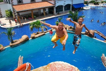 2013-07-25_02_Jump from Balcony Swimming Pool Children