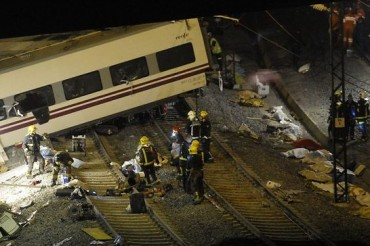 2013-07-25_03_Train Crash Derailment Spain Renfe