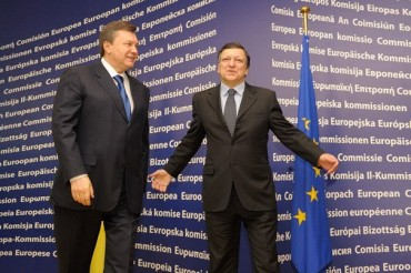 Viktor Yanukovych, President of Ukraine, on the left, and José Manuel Barroso, President of the EC