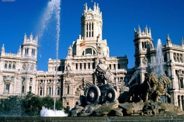 2013-09-23_02_Madrid Spain Plaza de Cibeles Fountain Castle