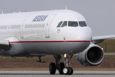 2013-09-25_02_Aegean Airlines Aircraft Airport