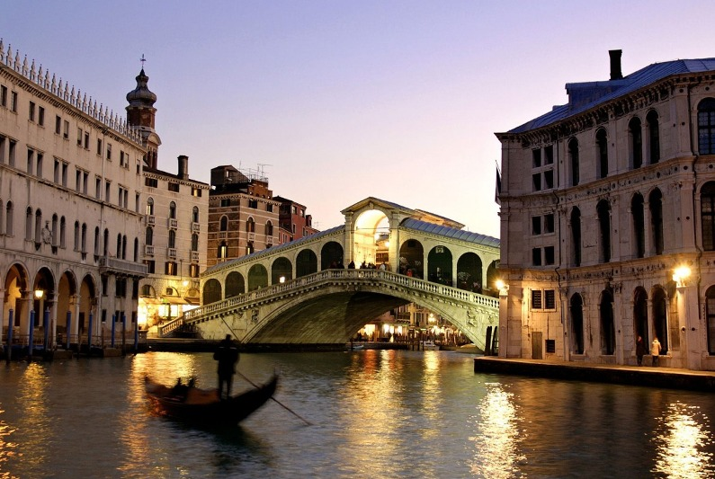 2013-10-14_03_Grand Canal Venice Italy Rialto Bridge