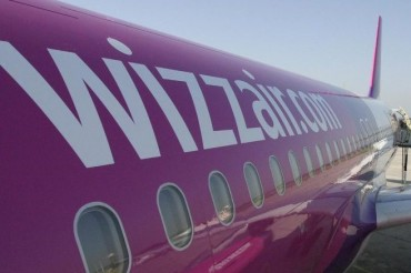 2013-11-03_01_Wizz Air Aircraft at Airport Boarding
