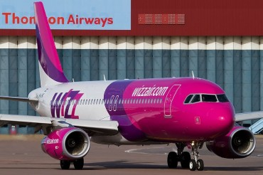 2013-11-06_04_Wizz Air WizzAir Aircraft Airplane London Luton Airport UK