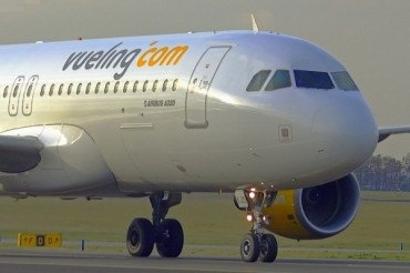 2013-11-17_04_Vueling Airlines Aircraft Airbus A320 Airport