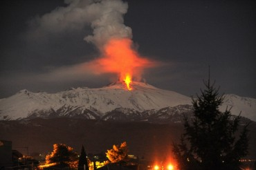 2013-11-17_07_Volcano Etna Eruption Italy