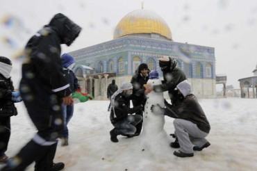 2013-12-15_02_Middle East Snow Mosque