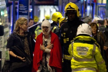 2013-12-20_02_Incident Apollo Theatre London UK Emergency Wounded