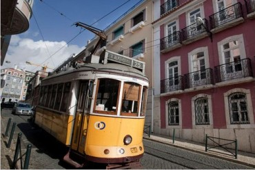 2013-12-23_03_Portugal Lisbon Lapa District Tram Lisbon