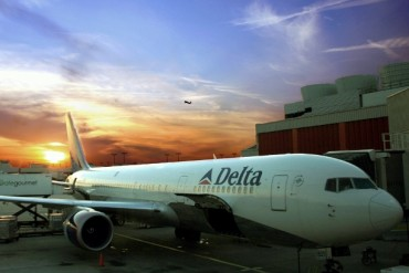 2013-12-28_01_Delta Airlines Aircraft Airport