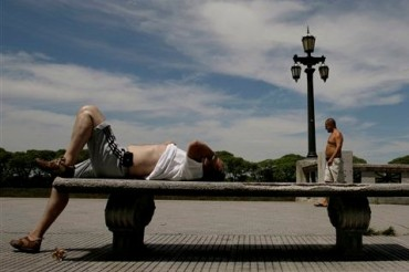 A man rests on a bench during a hot day in Buenos Aires, Wednesday Jan. 7, 2009. (AP Photo/Natacha Pisarenko)