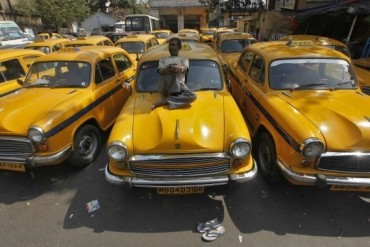 2014-02-02_06_Taxi Driver On Strike India Sitting On Car