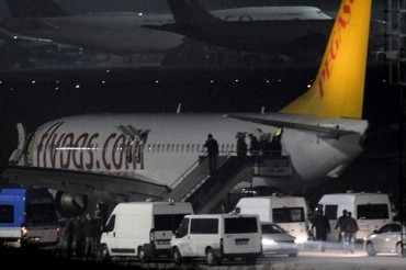 2014-02-08_01_Istanbul Sabiha Airport Pegasus Airlines Flight Hijack Hijacking Attempt Police Turkey