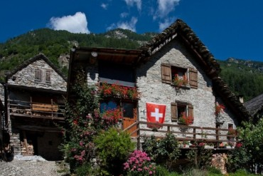 2014-02-10_03_House Swiss Flag Switzerland