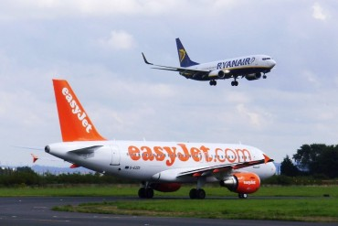 2014-02-19_01_Ryanair easyJet Aircrafts Airplanes Planes Airport