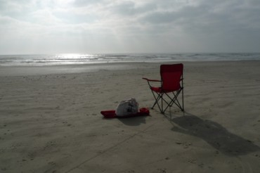 2014-04-06_05_Empty Beach Sea Chair