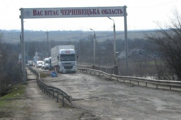 2014-04-12_01_Chernivtsi Ukraine Bad Road Welcome to Chernivtsi