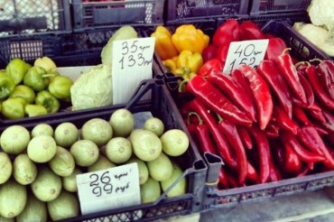 2014-05-31_05_Crimea Local Farmer Grocery Market Vegetable Prices In UAH Hryvnyas Roubles Ukraine Russia