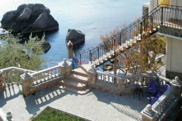 Crimea-Hotel-Sea-Rocks-Ukraine-Annexed-by-Russia