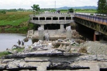 2014-06-24_04_Ukraine Terrorists Down Bridge Explode Zaporizhzhya Oblast Region
