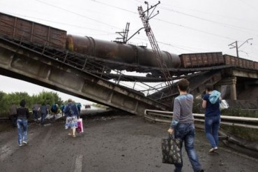 2014-07-07_05_Destroyed Bridge Down Exploded Donetsk War Ukraine