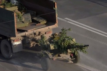 2014-07-13_02_Luhansk Lugansk Ukraine War With Russia Armoured Weapons Tanks in the City 3