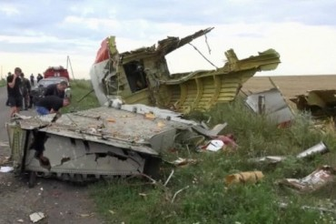 2014-07-18_01_Boeing-777 Malaysia Airlines Passenger Jet Airplane Plane Down by Terrorists in Ukraine