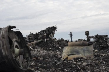 2014-07-19_02_Boeing-777 Malaysia Airlines Passenger Jet Airplane Plane Crash Down by Terrorists in Ukraine