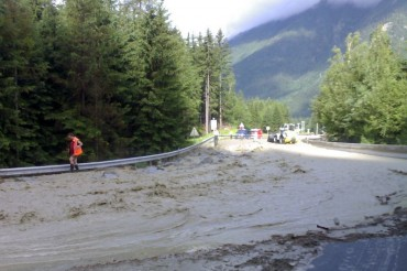 2014-08-14_01_Mont Blanc Tunnel Closed Flooded Flood Chamonix Italy France