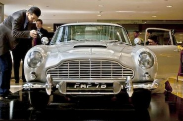 2014-09-10_04_Aston Martin DB5 James Bond Film Thunderball and Goldfinger Auction London UK Great Britain