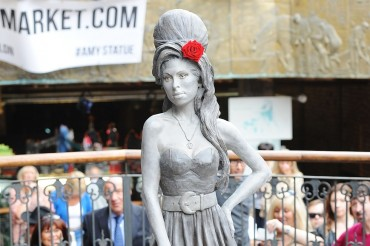 2014-09-15_06_Amy Winehouse Monument London UK