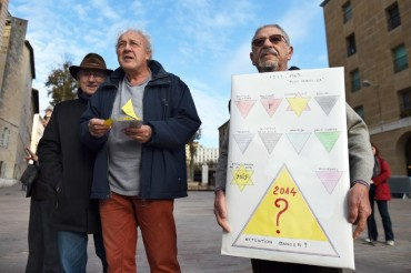 Marseille-Nazi-Style-Yellow-Triangle-Homeless-Marseille-France