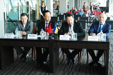 2015-04-30_Ukraine International Airlines Press Conference Kyiv Beijing Flight Airport