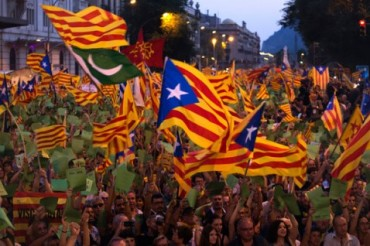 Catalonia-Crowd-Flags-People-Spain