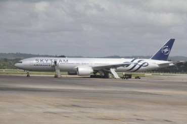 2015-12-20_01_Boeing 777 Air France Flight 463 Moi Airport Kenya