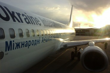 Ukraine International Airlines Airplave Passenger Jet Boeing 737