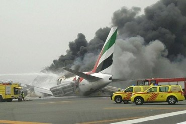 Boeing 777-300 Emirates Dubai UAE Fire
